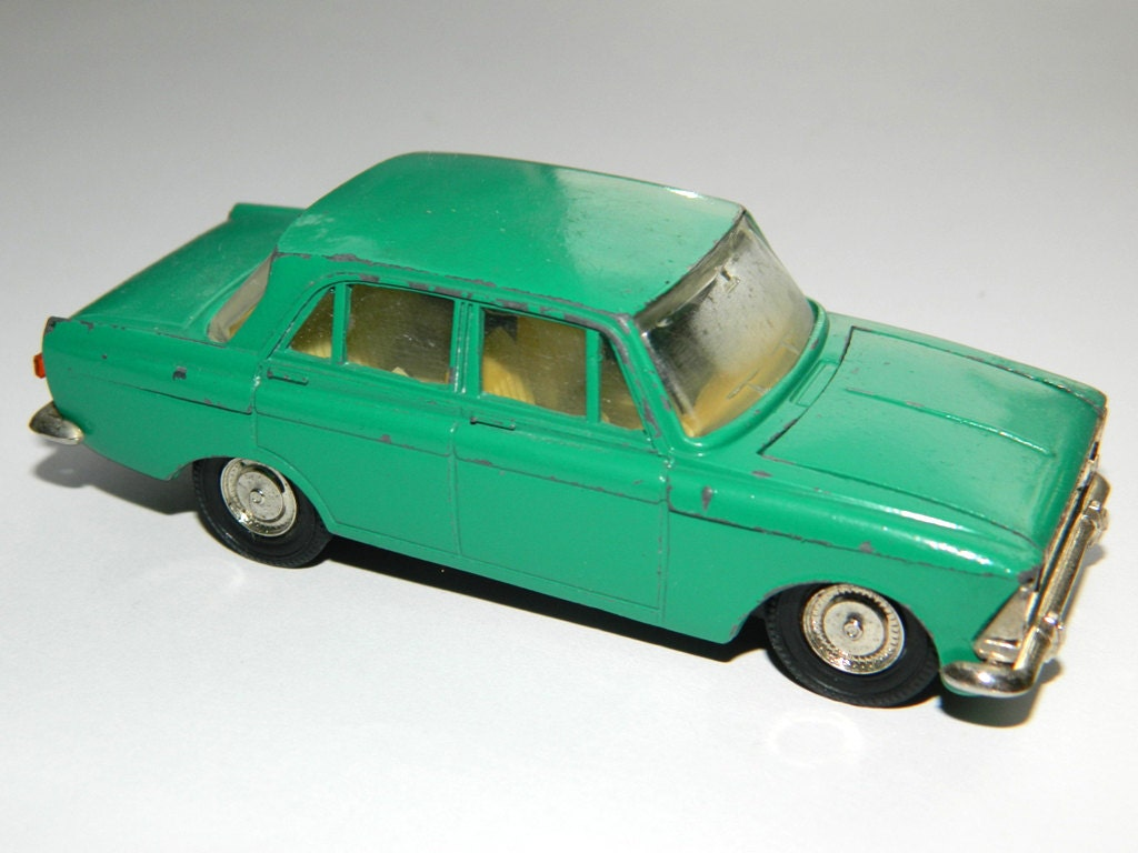 Green Car Model Moskvich 408 Russian soviet vintage - Made in USSR - Scale 1:43 - metal and plastic - BackToUSSR