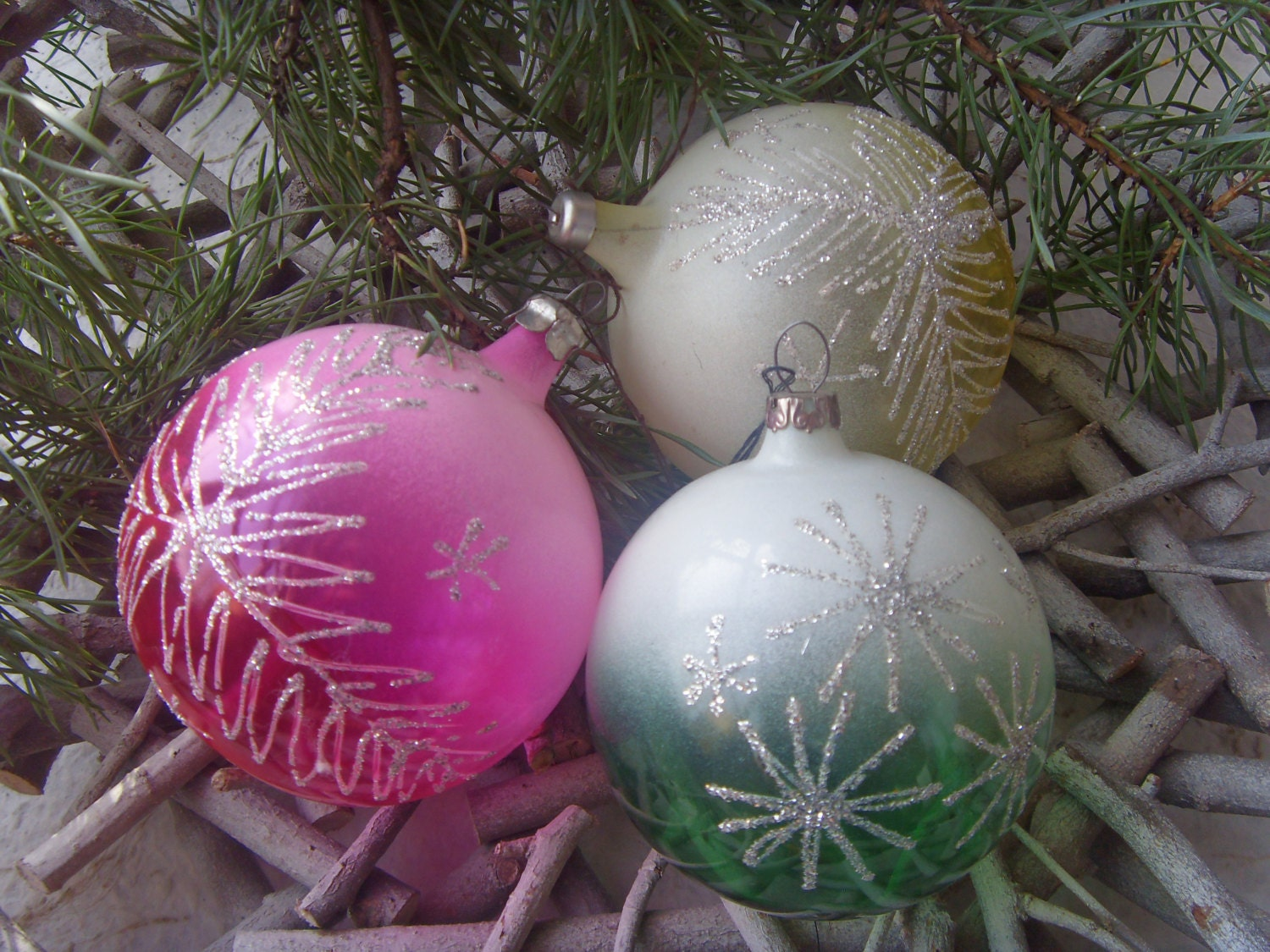 Set of 3 Soviet Vintage Christmas Balls of Pink Yellow Green Colours Made in USSR in 1970s. - Astra9