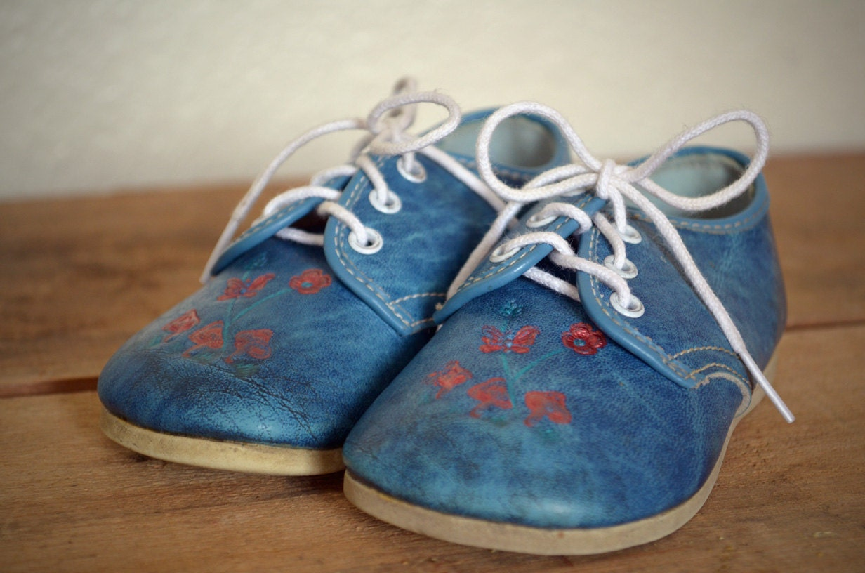 Beautiful Vintage Embossed Baby Shoes  FREE SHIPPING - fibbie