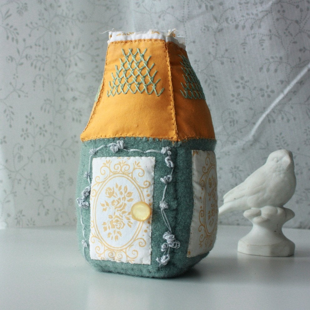 une petite maison - wool and fabric soft house