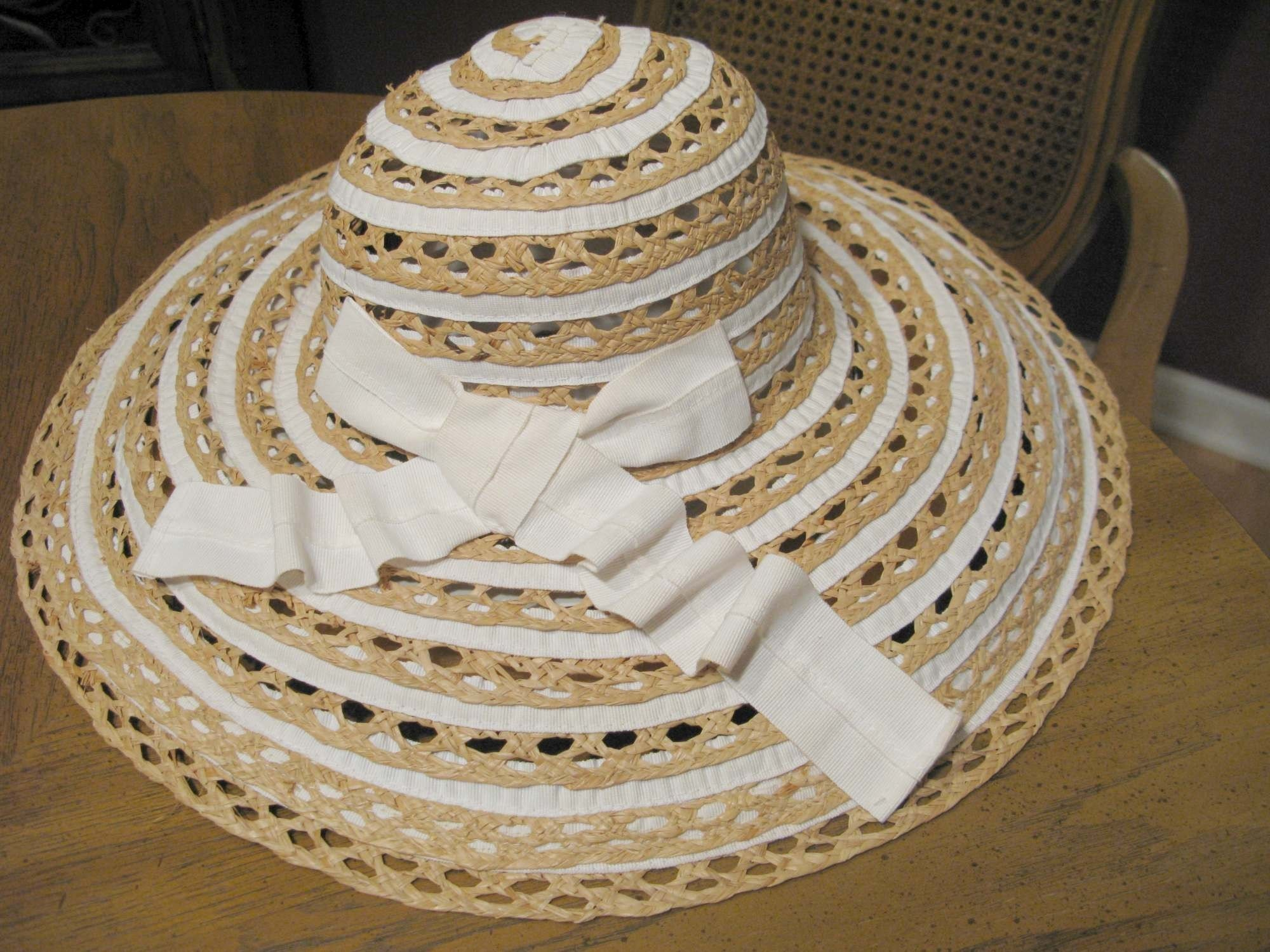 Straw hat from The waltz
