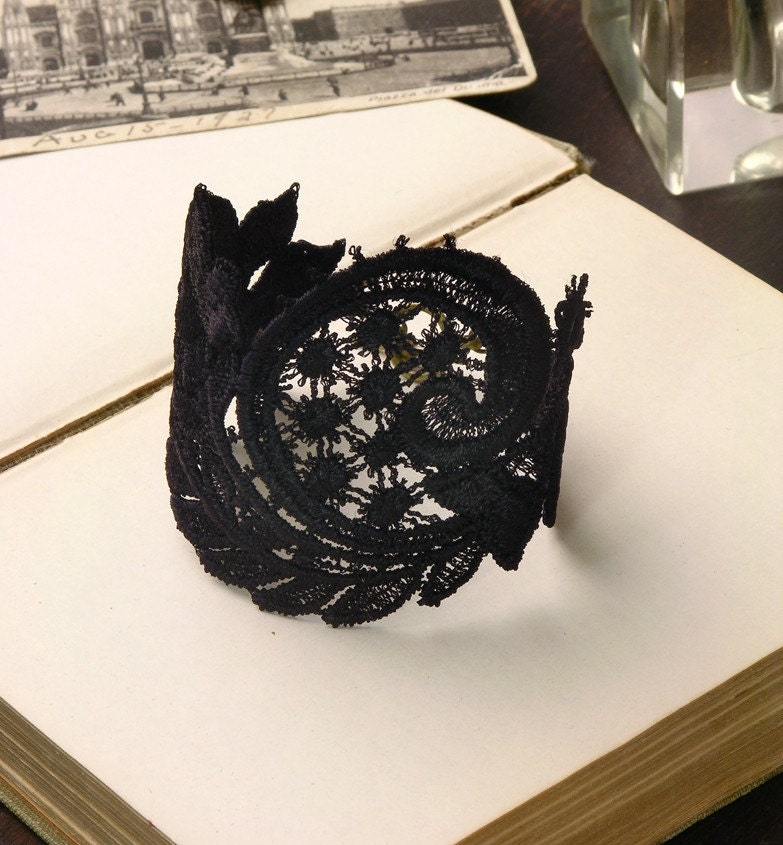andra lace cuff (black)