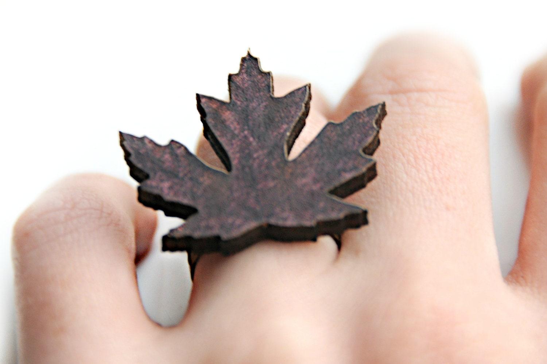 Ring  - Uit hout gesneden bruin herfstblad