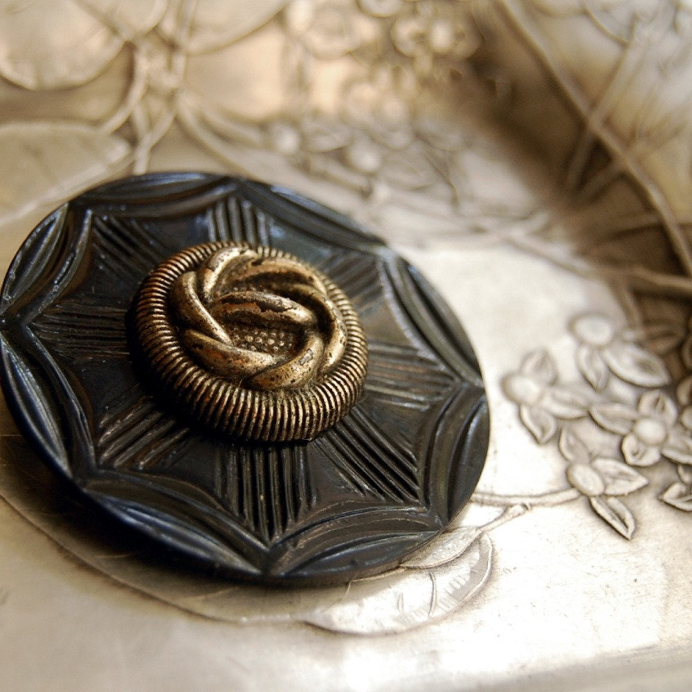Vintage Button Brooch Sailor's Knot Black Silver Eco Friendly Jewelry - CalloohCallay