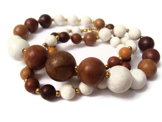 "Vintage Graduated Beaded Necklace, Neutral Tones, Faux Wood Plastic Beads, Earth Toned Costume Jewelry, 24"" - YesterdaysSilhouette"