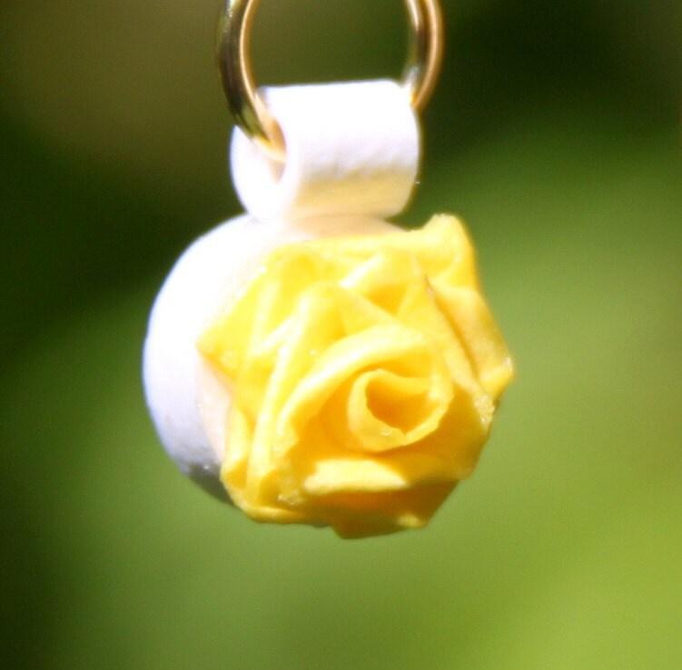 Nhật Bản viện trợ cứu trợ đơn Tiny Rose giấy Bông tai Quilled