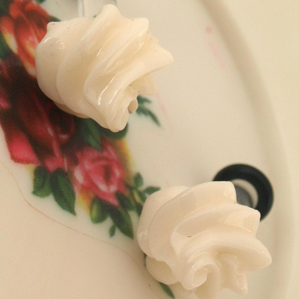 Yummy White Whipped Cream Meringue 6g 4mm Plugs EGL by glamasaurus