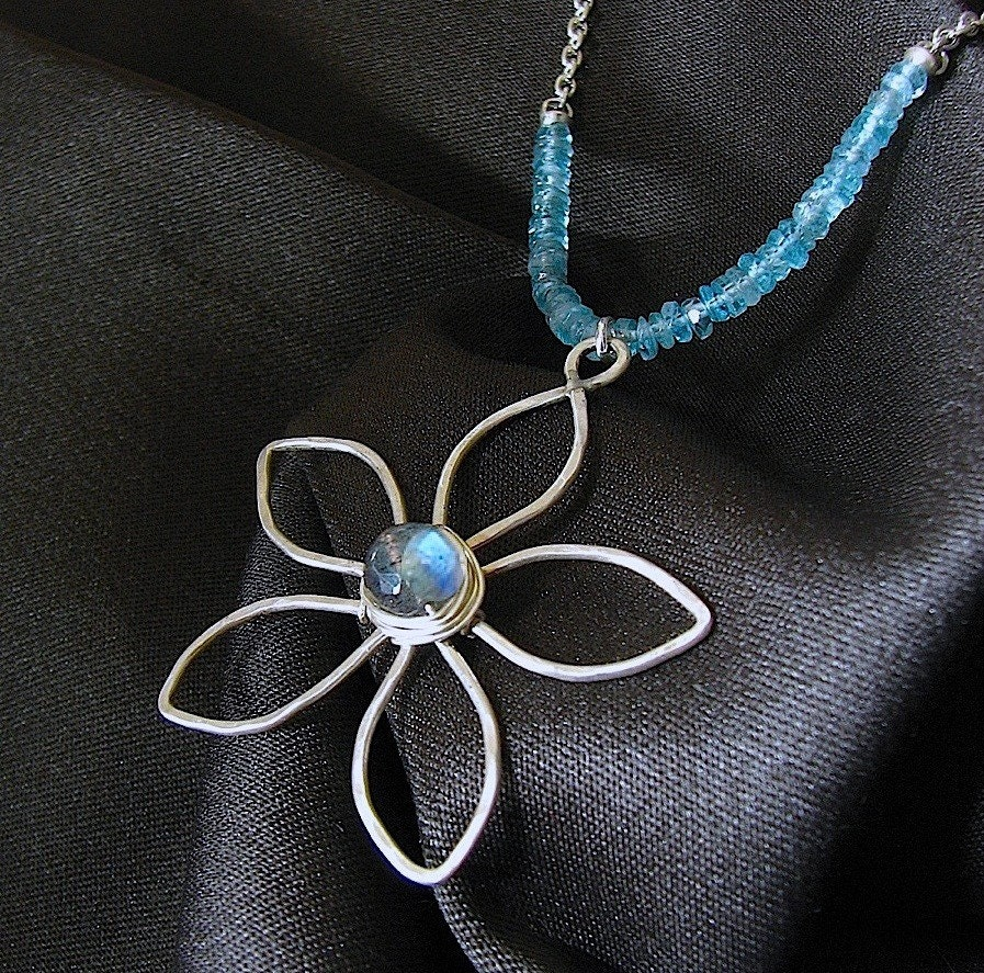 Flowers and  Leaves Necklace (Labradorite)