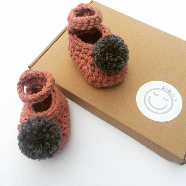 Pink pom pom baby shoes Baby girl crochet shoes crochet baby booties baby shower present new baby gift photo prop baby girl gift