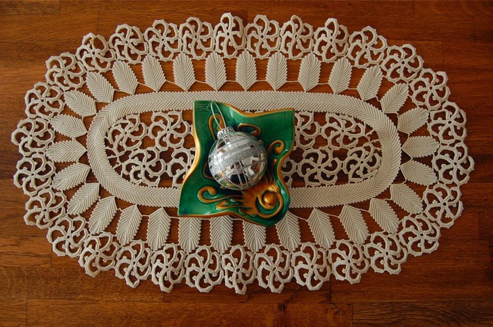 How do I Make Crochet Doilies & Table Runners? | eHow.com