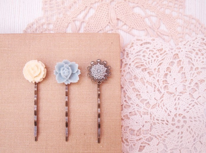 snow(ed) - lovely vintage floral filigree hair pin set.