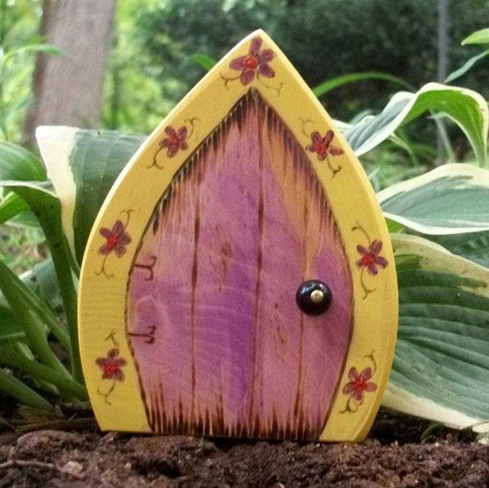 Фея дверей 4 дюйма готический Магические Gnome двери портал Желтые и Pruple с цветами