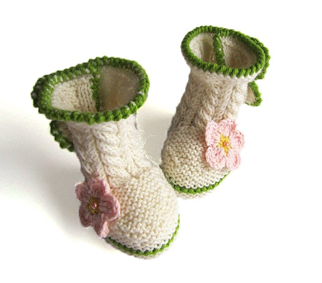 Knitted baby booties, cabled baby booties, winter baby booties / size 0-6M