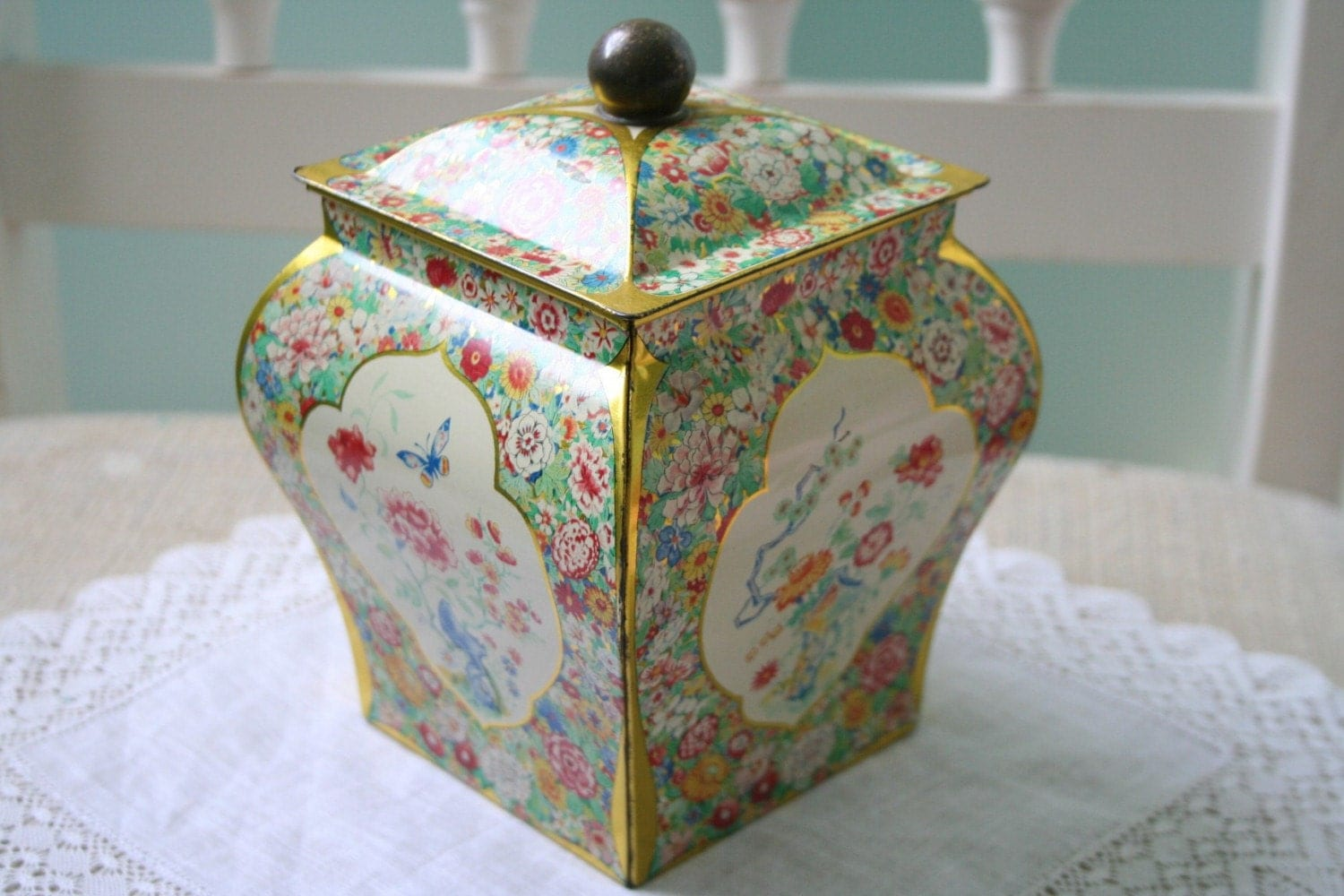 Vintage Floral TIN / Canister - Made in Holland