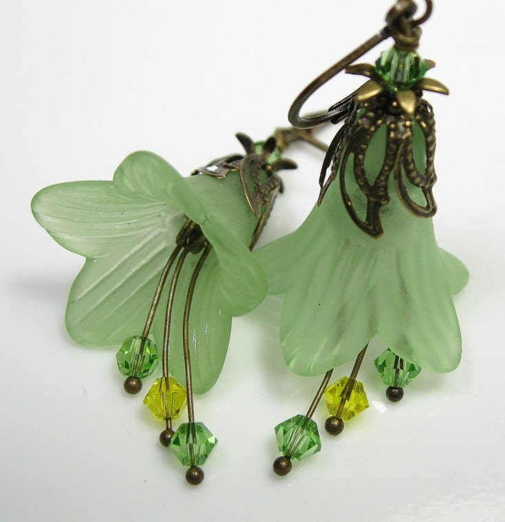 Light Peridot Vintage Style Lucite Flower Earrings