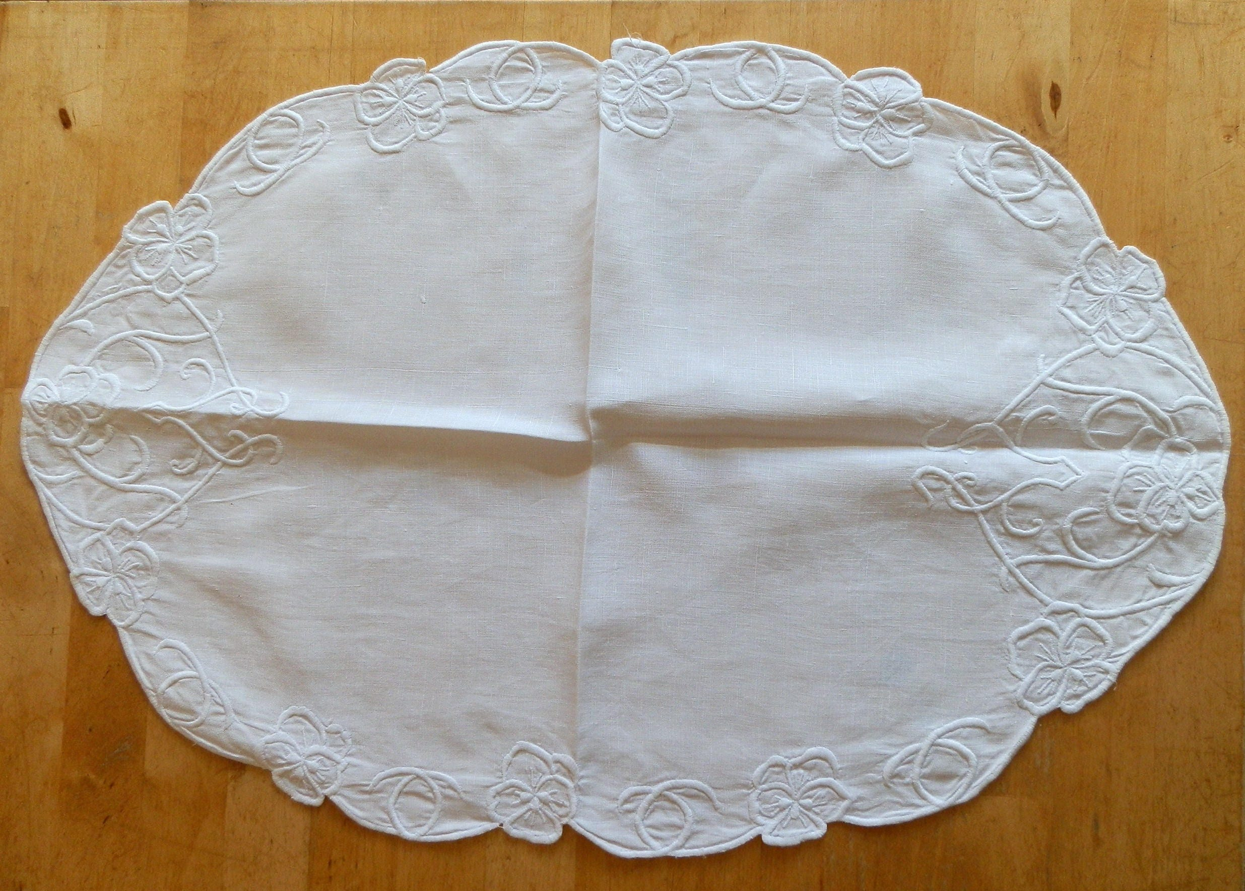 Vintage 1950s White Oval Linen and Embroidered Table Centre  Mat  Doiley