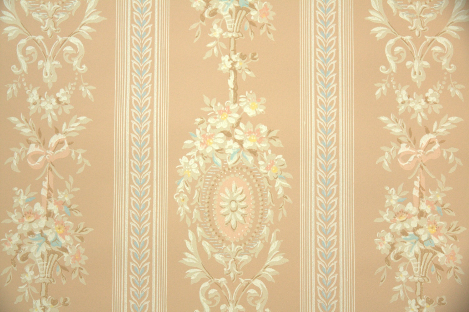 pink victorian wallpaper - photo #42