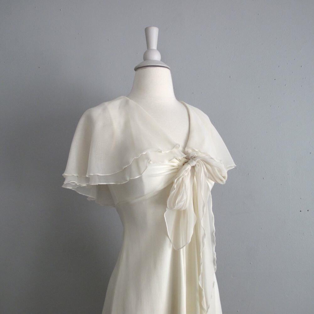 1970s vintage FLUTTER SLEEVE cream dress