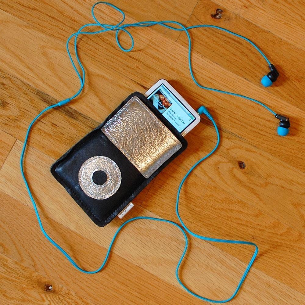 Geek Love - iPod MP3 Holder