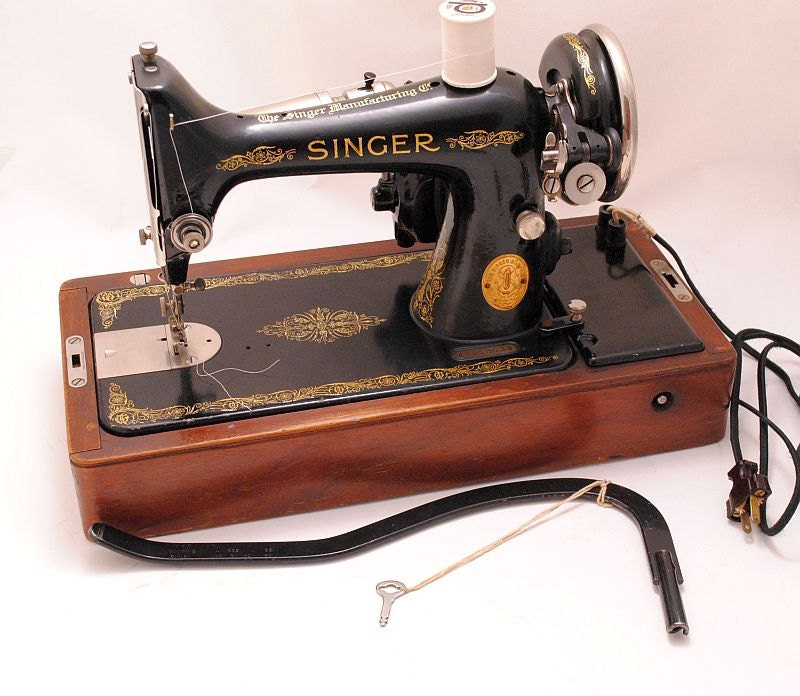 Singer Sewing Machine 1920s 99 Portable with Bentwood Case - Serviced