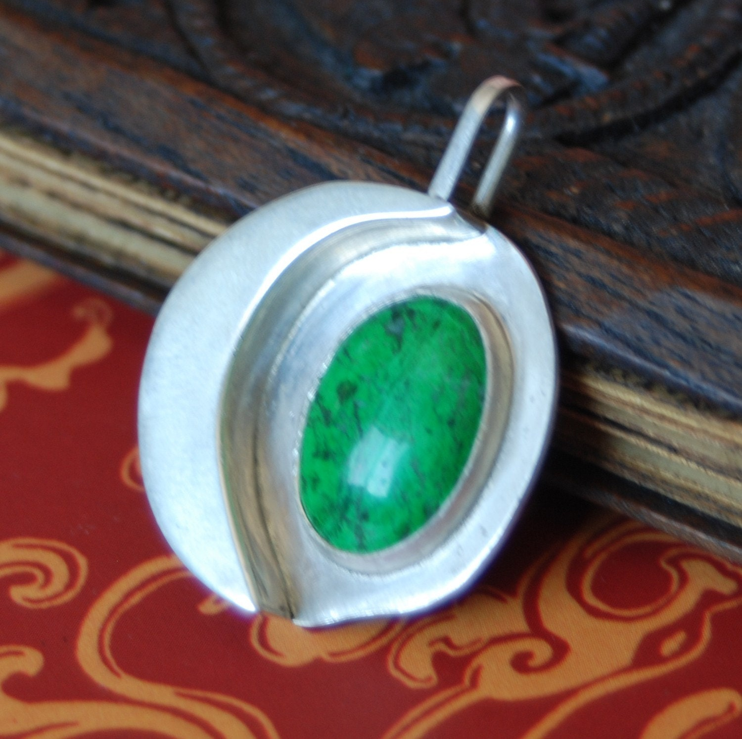 FREE SHIP USA AND CANADA. Sterling Silver Moon of Green Mawsitsit Eyes