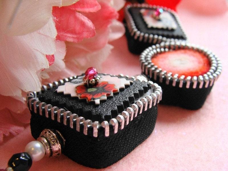 Opium Dream  Felted Zipper  Necklace Zip It