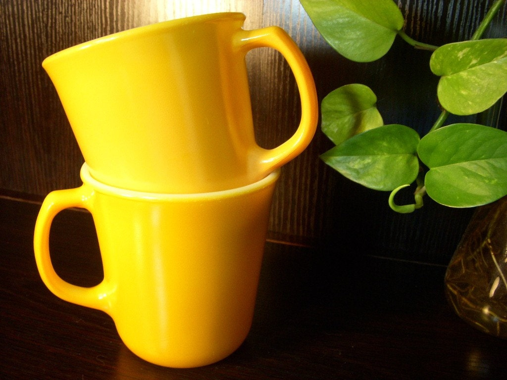 Vintage Set of 2 Sun Yellow Corelle Coffe/Tea Mugs
