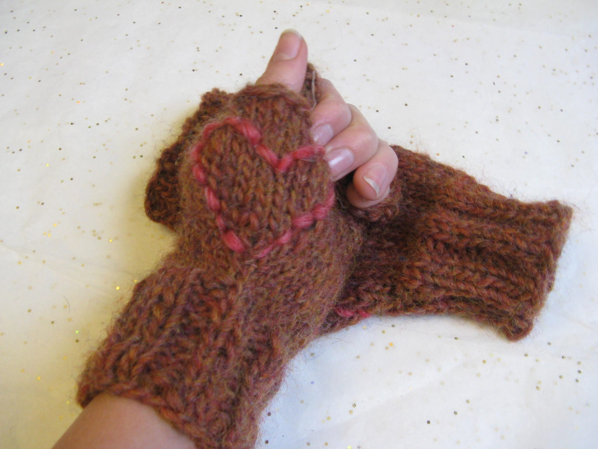 On Sale Cinnamon Heart Mitts