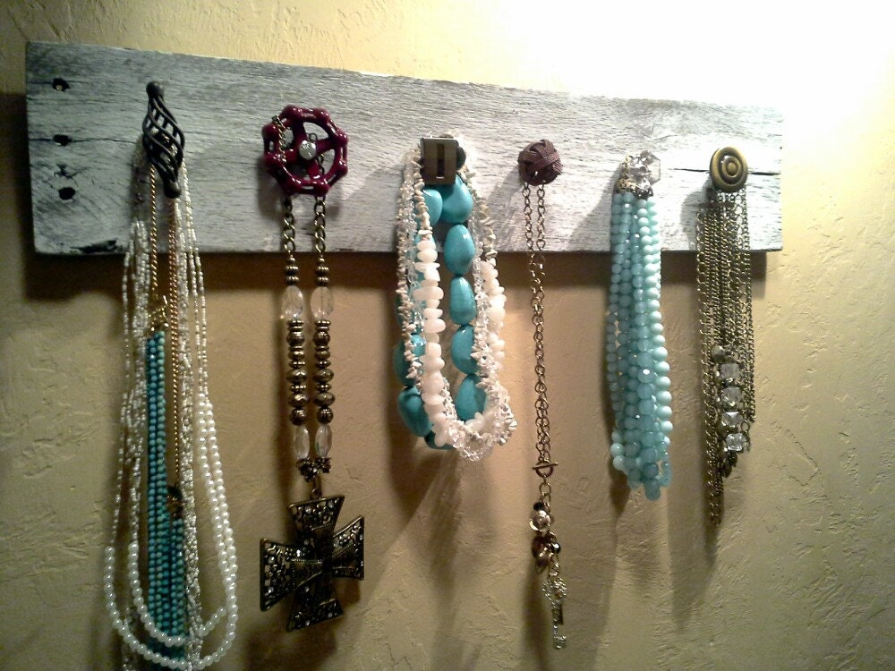 Pallet necklace/ accessory holder...necklace hanger..vintage jewelry holder..shabby necklace holder/ water valve knob/ mismatchedd knobs - ShabbyWorks