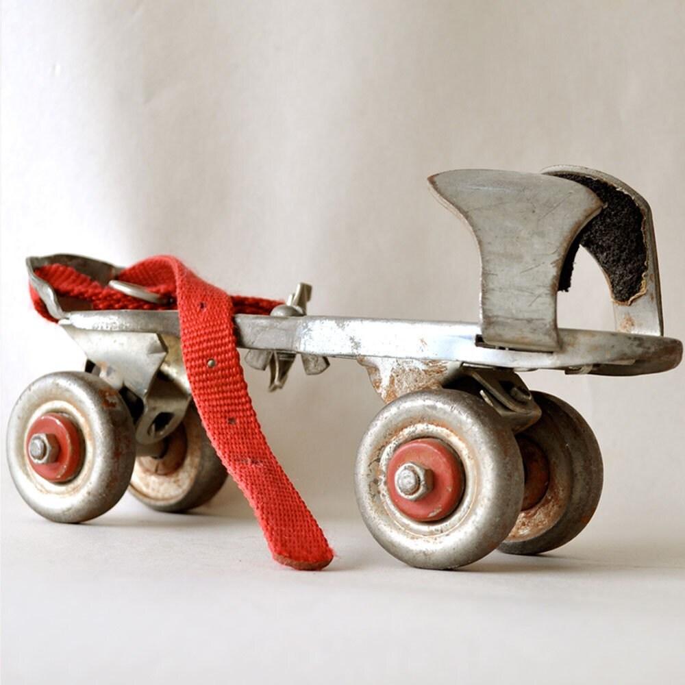 Roller skates vintage - Vintage Metal Roller Skates With Leather Straps 1500x1125 Here