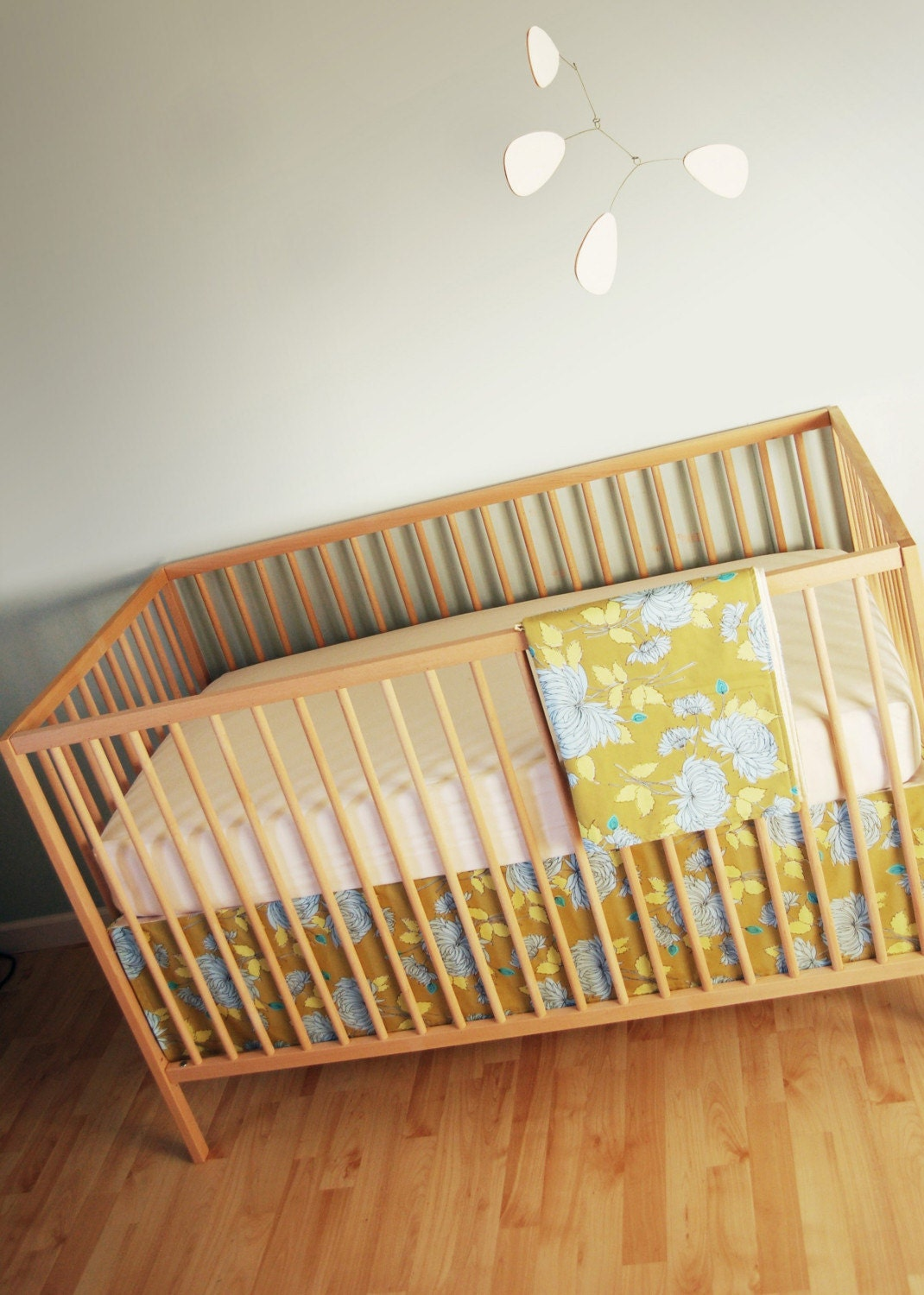 crib set. okra chrysanthemum