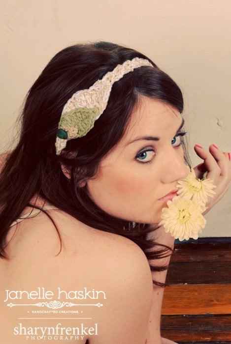 Вязаный листьев Повязка - Прекрасная головная повязка лист с Vintage Кнопка Бархатный в Мосс и крем с золотой
