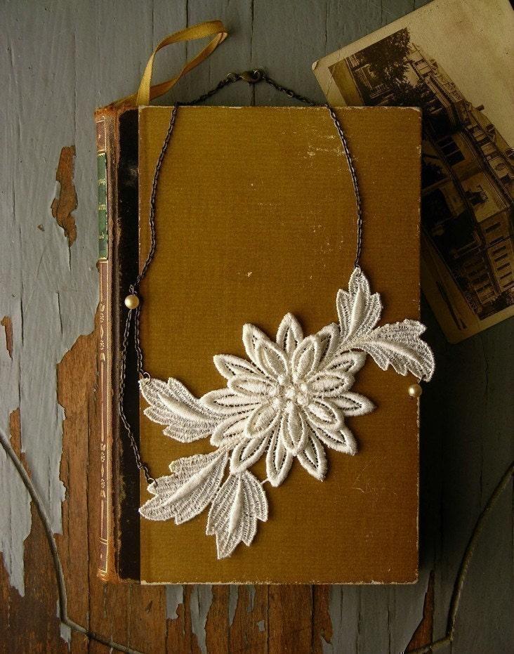 dahlia lace necklace