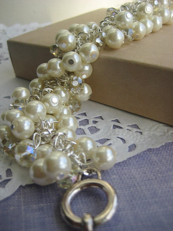 Cluster ivory glass pearls bracelet. MAJOR cluster