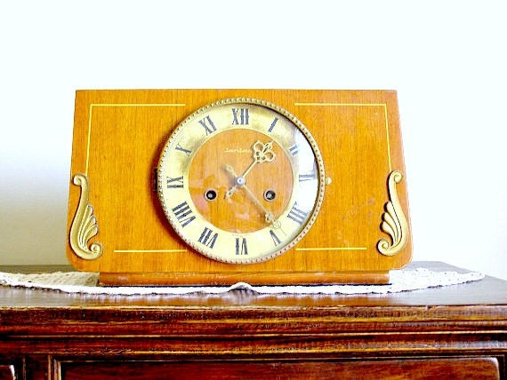 Vintage heavy Clock, Retro brown gong clock
