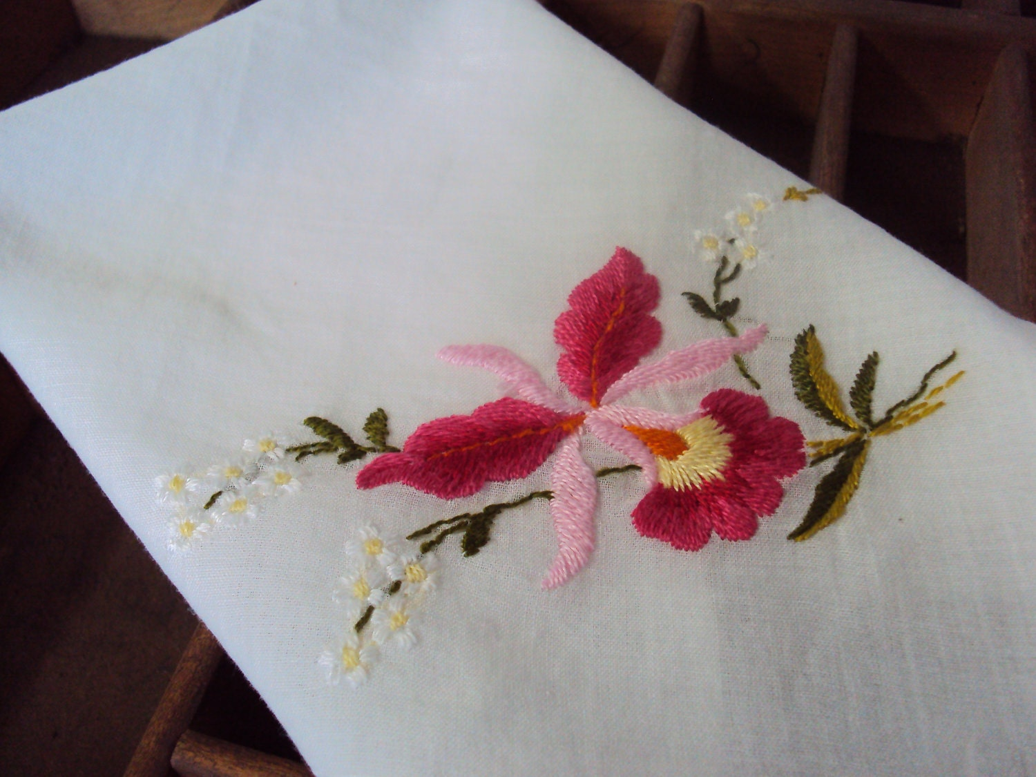 Handkerchief Embroidery Designs - Free Embroidery Patterns