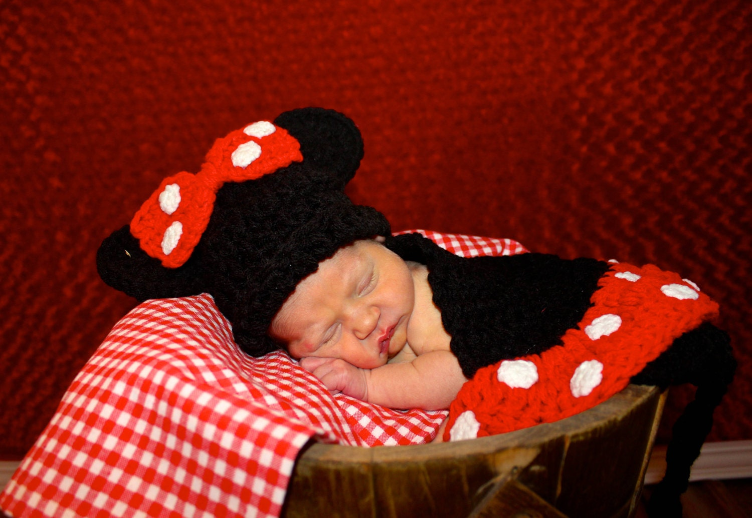 Crochet Cuddle Cape Set - Minnie Mouse - TupeloHoneys