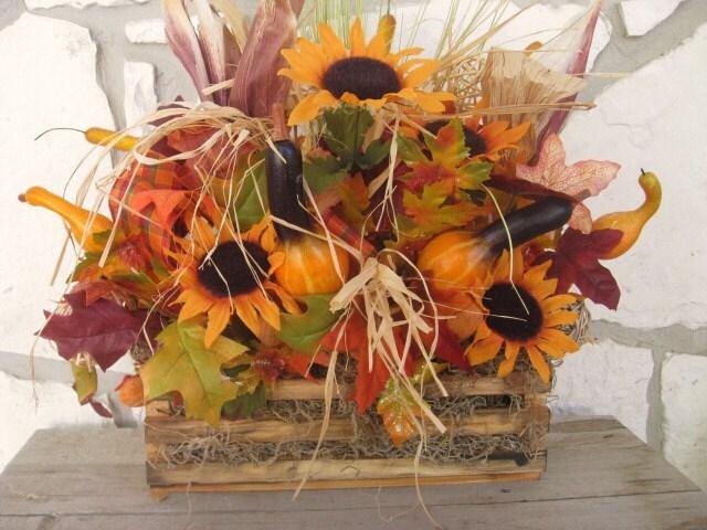 Падение Цветочные Centerpiece Осень Композиция с оранжевой Подсолнухи, кукурузы шелуха и тыквы