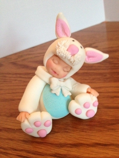 Easter Cake Edible Decorations : Edible Fondant Bunny CupcakeCake topper by Toppers4you on Etsy