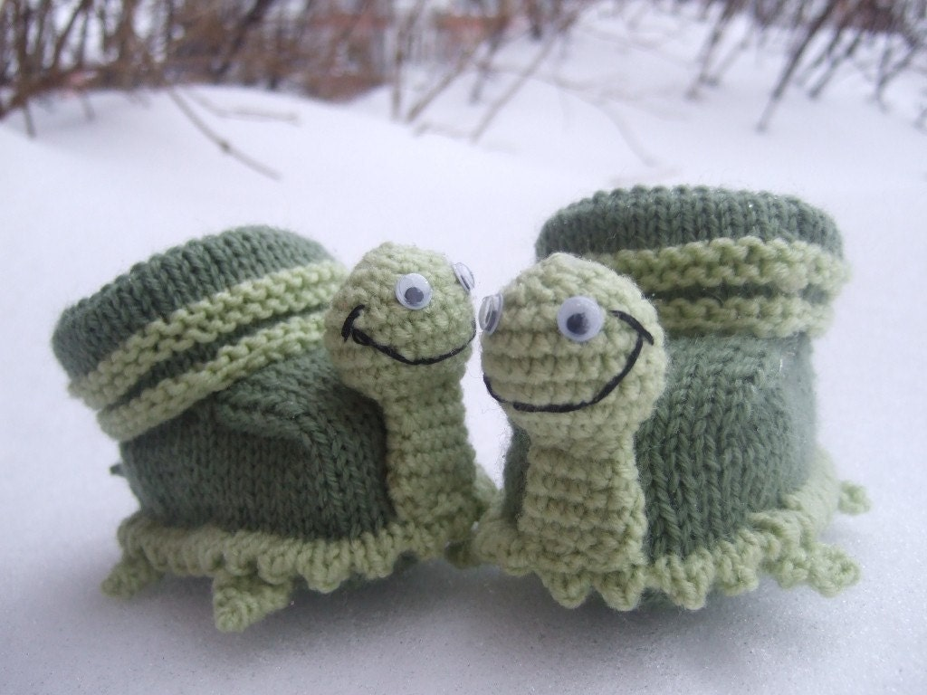 3-9 months hand knitted baby booties 'turtles'