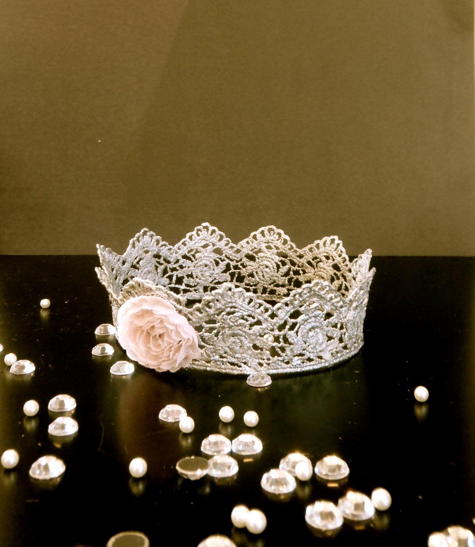 себе на голову корону.