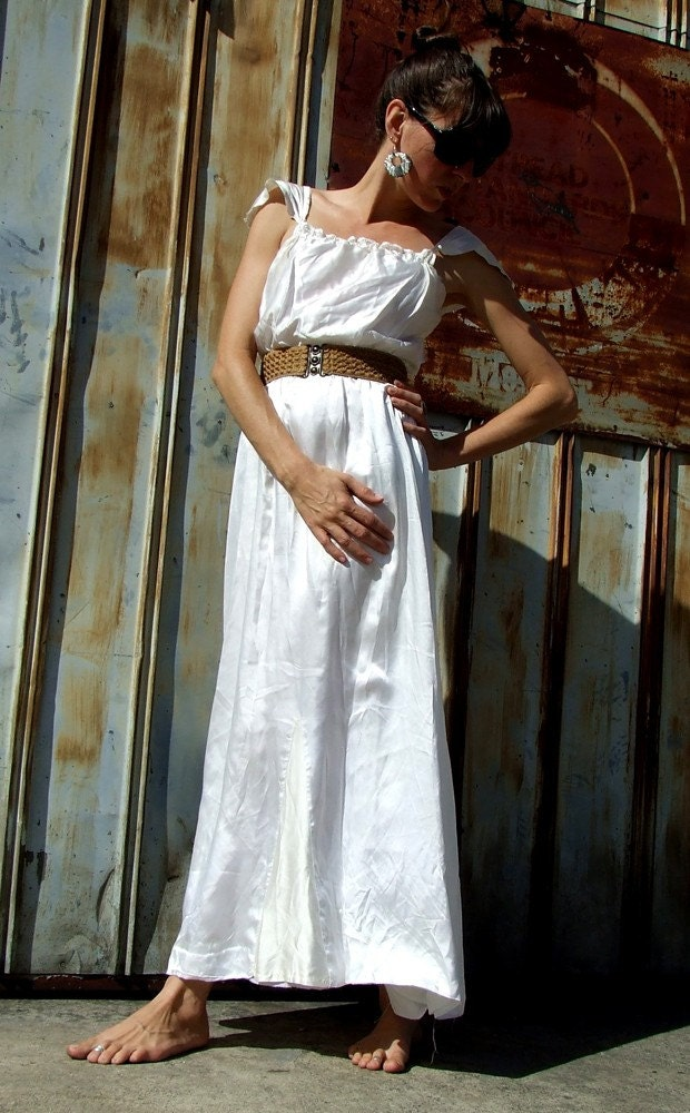 ViNtaGe WHITE SATIN DRESS, Small to Medium