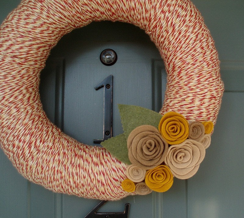 Yarn Wreath Felt Handmade Door Decoration - Tan and Red 12in