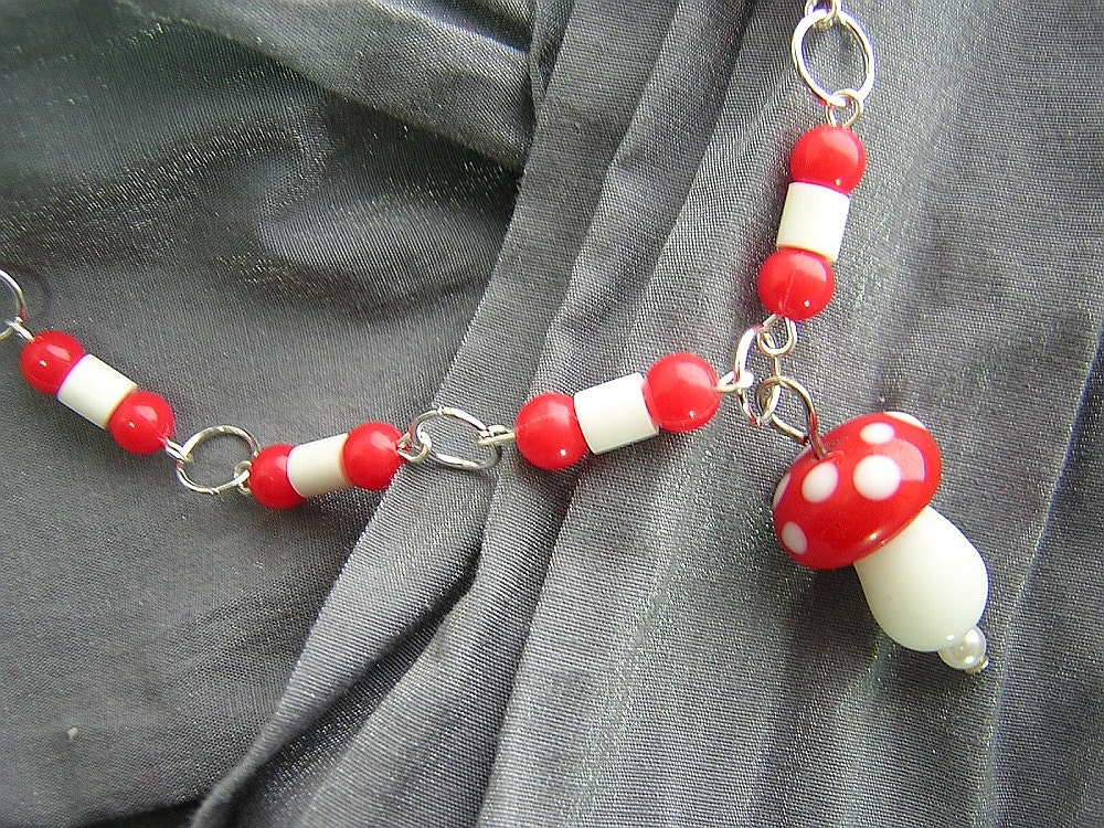 Red and White Mushroom Necklace D225N-00186