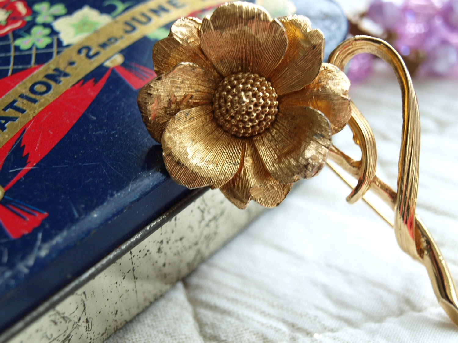 1960s Gold FLOWER Pin