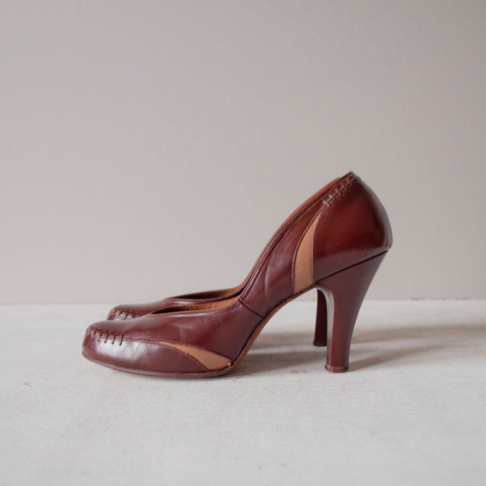 Vintage 50s Pumps / 1950s Rockabilly Heels / by GingerRootVintage from etsy.com