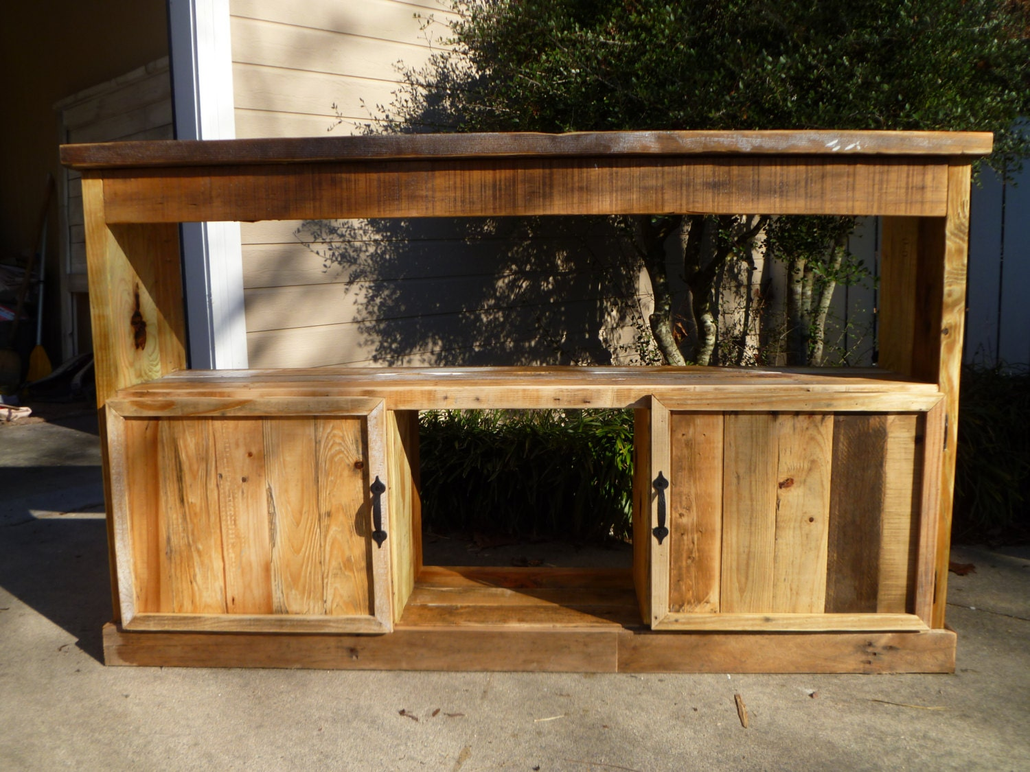Displaying  Images For Wood Pallet Tv Stand