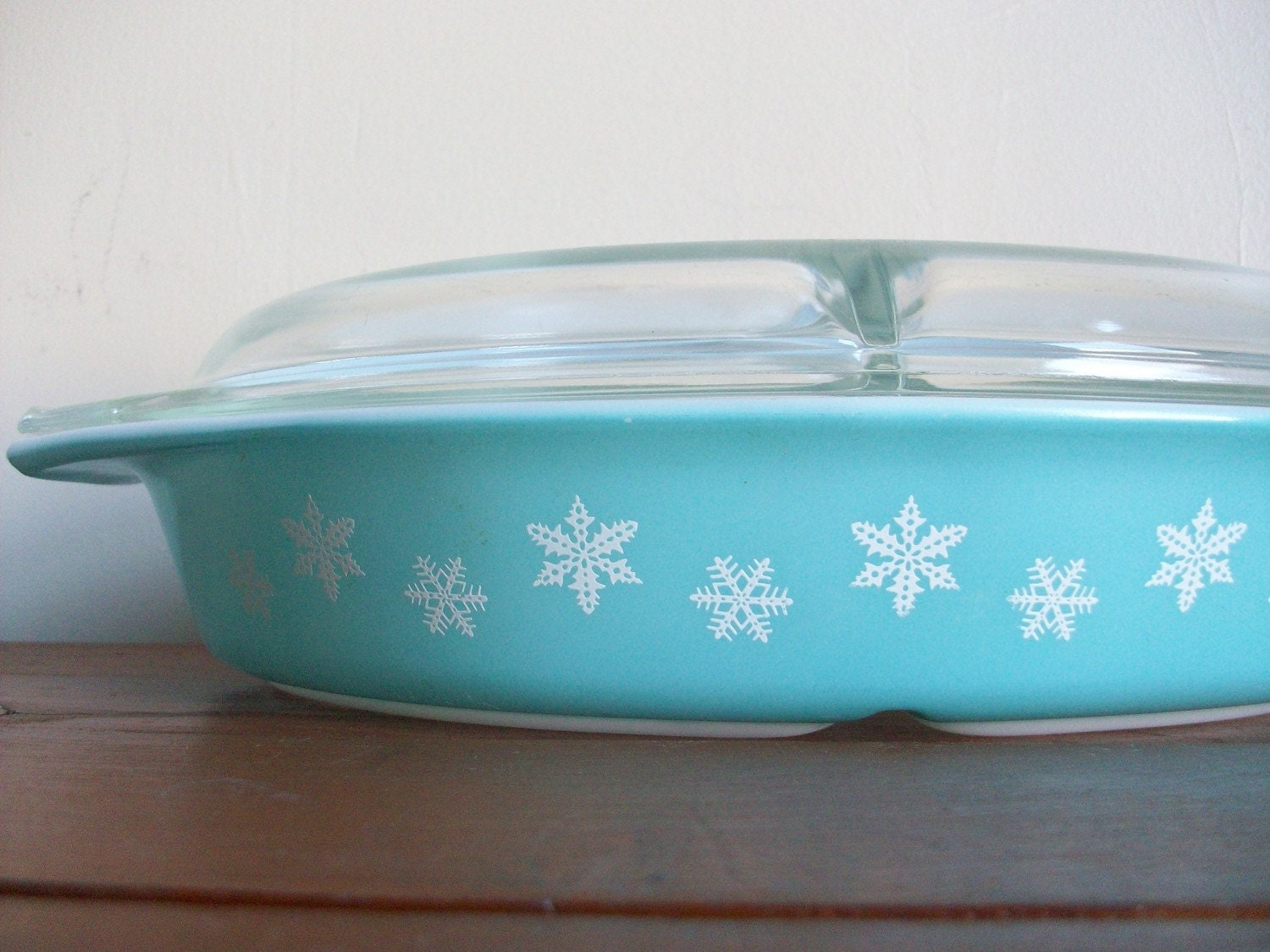 vintage midcentury 1956 snowflake pattern sectioned pyrex casserole dish