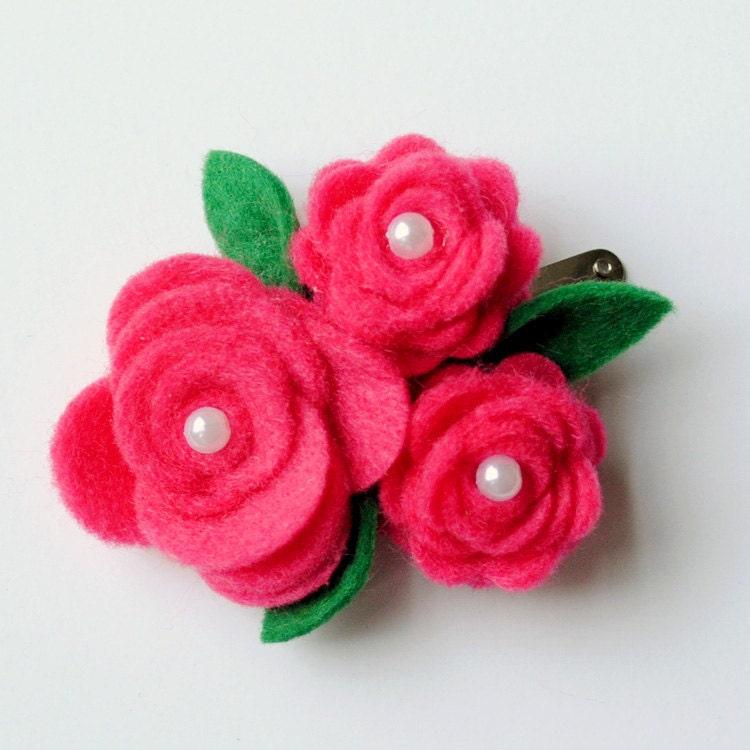 Зажим для волос - ручной войлок Розы с PEARL центры