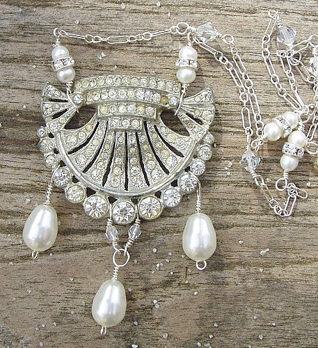 Sparkling shell necklace